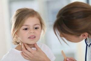 симптомы ангины у ребенка 2 года и лечение