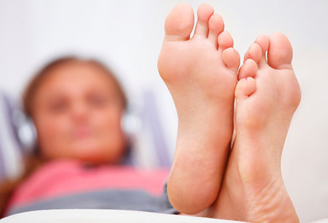 грибок на ногах между пальцами симптомы и лечение