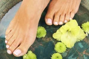 грибок на ногтях на ногах симптомы и лечение