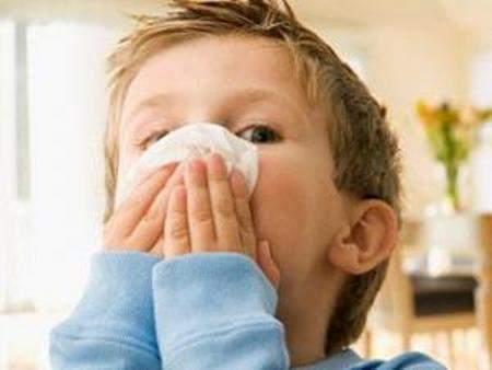 зеленые слизистые выделения из носа у ребенка симптомы и лечение